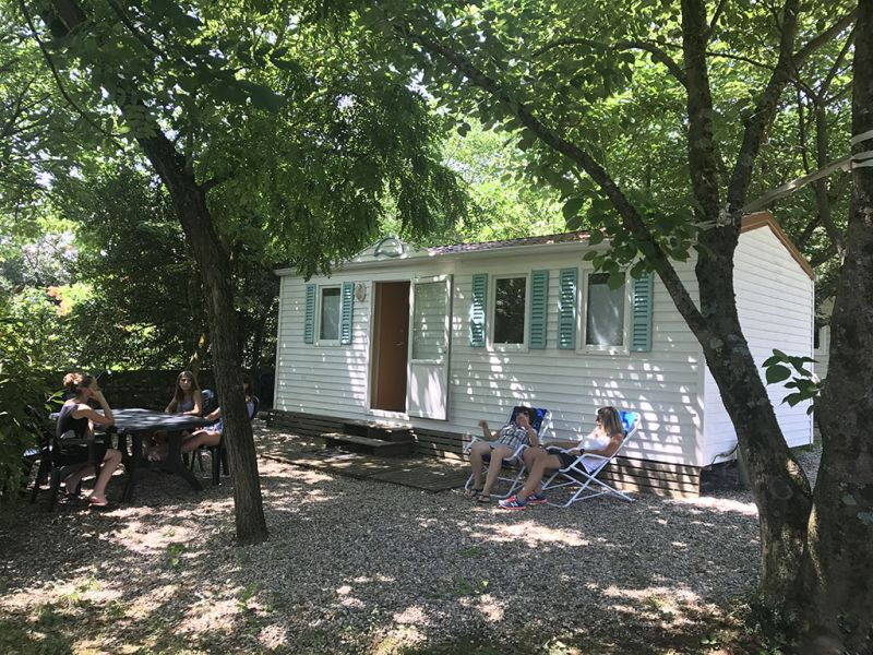 camping-les-mazes-mobilhome-1-ardeche-vallon-pont-darc-03