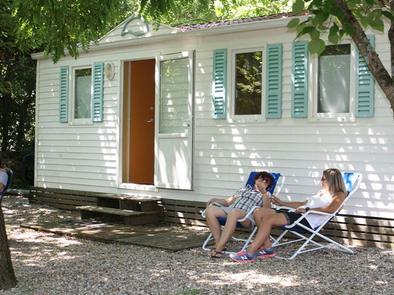 camping-les-mazes-mobilhome-1-ardeche-vallon-pont-darc-09