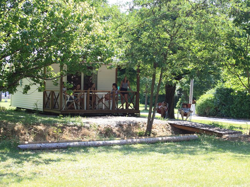 camping-les-mazes-mobilhome-2-ardeche-vallon-pont-darc-07